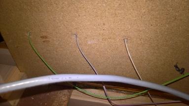 Die Kabel hinten im Gehäuse